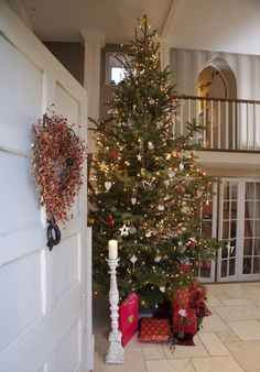 Last Minute Tree-Decorating Ideas For An Enchanting Christmas