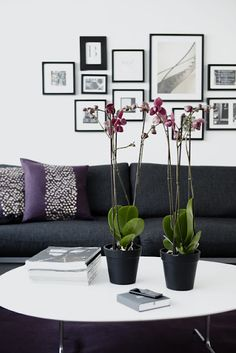 Details are very important when decorating, because they help balancing spaces and giving them character and personality. Office Decor, Sweet Home, Gallery Wall, Wall Decor, Wall Art, Pillows, Living Room, Interior Design, Table