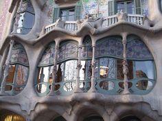 Facade, Casa Batlló, Barcelona, by Gaudi Famous Buildings, Amazing Buildings, Art Nouveau Architecture, Beautiful Architecture, Famous Architecture, Gaudi Barcelona, Antonio Gaudi, My Dream Home, Facade