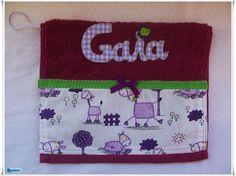 La Canastilla de Gaia llevaba esta toalla personalizada, un articulo muy util para su aseo diario durante mucho tiempo