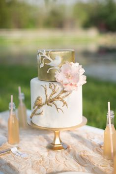 Gilded cake, just for you. Pretty Cakes, Beautiful Cakes, Amazing Cakes, Cupcakes, Cupcake Cakes, Bird Cakes, Cool Birthday Cakes, Birthday Parties, Birthday Bash