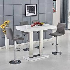 Caprice bar table rectangular in white high gloss with stainless steel support and 4 ripple grey bar stools in faux leather - 29624 shop modern & contemporary bar table sets. Gas lift, kitchen, breakfast bar and stool. Glass Bar Table, Bar Table Sets, White Bar Stools, White Stool, Contemporary Bar, Contemporary Furniture, Furniture Catalog, Table Dimensions, Foot Rest