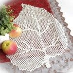 This Pin was discovered by HUZ Crochet Leaves, Crochet Doilies, Crochet Flowers, Yarn Crafts, Diy And Crafts, Embroidery Patterns, Crochet Patterns, Filet Crochet Charts, Irish Lace