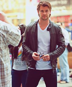 Gorgeous Chris Hemsworth <3<3<3<3