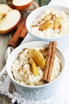 Crockpot Rice Pudding This is a classic delicious dessert. This Crock Pot Rice Pudding recipe makes it that much easier to enjoy! Top it with some apples or cinnamon to spice it up! This even makes a great crockpot breakfast Crock Pot Food, Crock Pot Desserts, Slow Cooker Desserts, Crock Pot Slow Cooker, Slow Cooker Recipes, Crockpot Recipes, Delicious Desserts, Dessert Recipes, Cooking Recipes