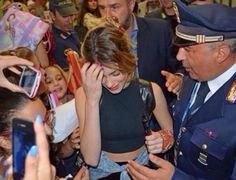 En el hotel Boscolo Palace Roma,firmando autografos. Las amo tinistas❤️