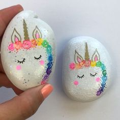 Unicorn Painted Rocks Unicorn Painted Rocks So easy to make these painted unicorn rocks. Love the added glitter hack. Rock Painting Patterns, Rock Painting Ideas Easy, Rock Painting Designs, Rock Painting Ideas For Kids, Pebble Painting, Pebble Art, Stone Painting, Painting Flowers, Painting Tools