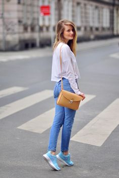 PATINESS: HIGH WAISTED JEANS, NIKE ROSHE RUN