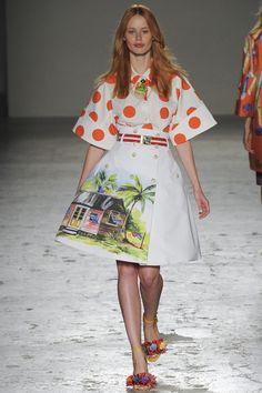 Stella Jean Spring 2015 RTW – Runway – Vogue. Camisas lunares, estampado casa. Primavera-verano 2015. Milán fashion week. Semana de la moda de Milán.