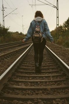 Caminar por las vías del tren