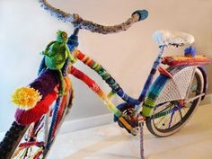 "This yarn-bombed bike is amazing! Yarn Bombed by Bombing Yarn Over Bend from Bend, Oregon. They named the bike ""Lantern Rouge."" Found over at CycloCross Magazine (about bikes not crochet/knitting). Yarn Bombing, Art Au Crochet, Knit Crochet, Knitting Projects, Knitting Patterns, Crochet Patterns, Guerilla Knitting, Grannies Crochet, Velo Design"