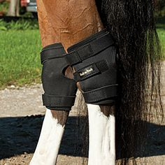 Back on Track Hock Wraps - Designed to reflect the horse's own body-warmth, it creates a soothing infrared thermal heat, which can help alleviate pain associated with inflamed muscles, ligaments, tendons and joints.