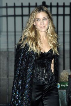 Lee Klabin ~ An Interview With The Couture Corset Queen… Sarah Jessica Parker as Carrie Bradshaw, we Carrie Bradshaw Outfits, Carrie Bradshaw Style, City Style, Her Style, Sarah Jessica Parker Lovely, Jenifer, New Fashion Trends, Women's Fashion, Chic