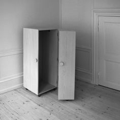 WCabinet02BW