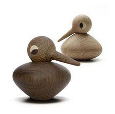 I 1959 designede Kristian Vedel den lille fuglefamilie af træ, som hurtigt blev meget populær. BIRDS er idag blevet reproduceret og bliver håndlavet i Danmark. http://designklassikershop.dk/shop/architectmade-bird-buttet-193p.html