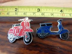 2 x 1980s VINTAGE OLD VESPA ENAMEL PIN BADGES SCOOTER RALLY RACING in Collectables, Badges/Patches, Enamel Badges | eBay