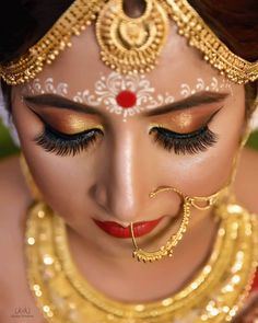 Bridal Makeup Images, Bridal Eye Makeup, Bridal Makeup Looks, Bride Makeup, Fall Makeup, Wedding Makeup, Bridal Chuda, Indian Aesthetic, Bengali Bridal Makeup