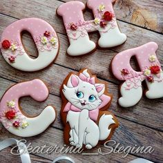 Буковки для Сони #пряники8марта #пряники #имбирныепряники #сладкийстол #козули #пряникиручнойработы #пряникисанктпетербург #пряникиспб #кэндибар #имбирноепеченье Cat Cookies, Cookies For Kids, Valentine Cookies, Birthday Cookies, Cupcake Cookies, Sugar Cookies, Meringue Cookies, Cookie Icing, Royal Icing Cookies