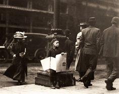 Newsie, Lewis Hine - 1910 Photograph