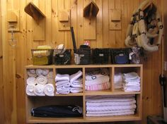 20 Ideas Horse Blanket Storage Ideas Tack Ideas Horse Blanket Storage Ideas Tack Rooms Fashionable Blanket Storage Ideas Among the easiest methods to loosen up a room is by adding textures. Dream Stables, Dream Barn, Horse Stables, Horse Barns, Stage Equitation, Tack Room Organization, Storage Room, Storage Ideas, Tack Locker