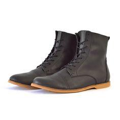 Warme Vegane Winter Boots in Schwarz. SORBAS - Fair produzierte vegane Stiefel in Chestnut Braun. Unisex, Winter Boots, High Tops, Combat Boots, High Top Sneakers, Shoes, Style, Fashion, Vegan Boots