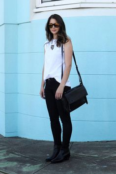 Black jeans are an essential Winter Essentials, Style Snaps, Mirror Image, Parisian Style, Black Jeans, Street Style, Style Inspiration, Elegant, Chic
