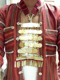 Philippines - The Sipattal necklace by the Gadang of Northern Luzon Filipino Fashion, Philippine Fashion, Philippine Art, Tribal Jewelry, Jewelry Art, Jewellery, Philippines Culture, Filipino Culture, International Style