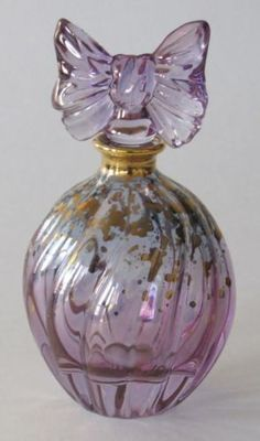 Murano Perfume Bottle Violet with Gold Flecks Matching Bow Stopper Excellent Bottle Vase, Bottles And Jars, Glass Bottles, Antique Perfume Bottles, Beautiful Perfume, Glass Art, Mosaic Art, Murano Glass, Beautiful Things