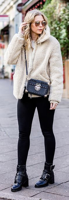 Teddy Coat – Ob Jacke oder Mantel: Hauptsache kuschelig // teddy coat, felljacke, fellmantel, fell, jacke, mantel, teddy, teddyfell, mango, h&m, buffalo, boots, lederboots, tasche, bag, designer, ootd, Autumn, Herbst, Outfit, Streetstyle, Look, Fashion, Frauen, women, Girls, Blogger, Blog, Düsseldorf, Berlin, Hamburg, München, Blond, Blonde, Designer, Trend, It-Piece, Must-Have, Germany, Sunnyinga, 2017, 2018