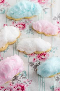 Cotton candy cloud cookies // blue, pink and white