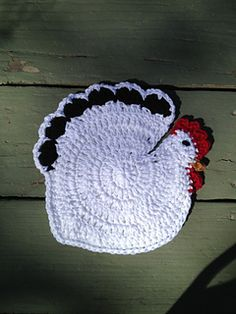 This pattern uses basic crochet stitches and is suitable for beginners. It is best completed with 100% cotton yarn that has some body to it, like Lily Sugar & Cream. The feather, comb and beak details can be done using lighter weight cotton yarn. The pot holder is created by joining two body pieces together, at which time the comb, beak and wattle details are also added.