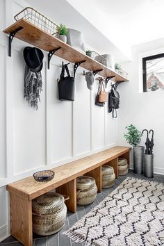 5 tips to arrange the vestibule The ideas of my house Home Renovation, Home Remodeling, Mudroom Laundry Room, Bench Mudroom, Entryway Bench, Entryway Storage, Entryway Furniture, Design Furniture, Ideas Cabaña