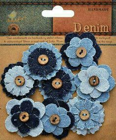 "Kot ""Little Birdie Crafts - Denim Collection - Button Flower: Included in the package are 6 layered denim flowers with buttons. Denim Flowers, Button Flowers, Flower Jeans, Making Fabric Flowers, Flower Making, Flower Fabric, Fabric Crafts, Sewing Crafts, Sewing Projects"