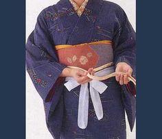 obi cinturon con el se cruzaba el kimono a la espalda se hace un adorno rematando el sobrante de tela
