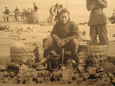 ANTIQUE CHINA FLAGS PEKING 1912 ? VENDOR SNUFF CERAMIC US MARINES GENERAL PHOTOS