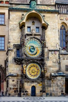 Going to Prague? Use this guide to make sure you don't miss any of the BEST things to do in Prague Czech Republic! Here's what you'll definitely want to see in Prague. Beautiful Sites, Beautiful Places, Prague Astronomical Clock, Prague Clock, Prague Old Town, Rare Historical Photos, Visit Prague, Prague Czech Republic, Old Town Square