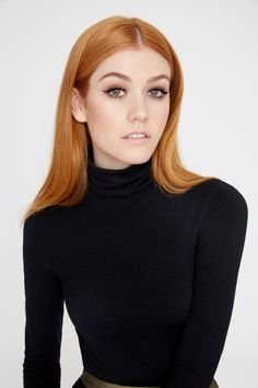 Portrait Women Katherine McNamara Hair Care Tips Proper hair care can stop hair loss and save you fr Katherine Mcnamara, Sporty Hairstyles, Trending Hairstyles, Beautiful Red Hair, Beautiful Redhead, Costume Noir, Strawberry Blonde Hair, Redhead Girl, Layered Haircuts