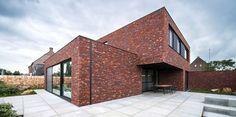 Prachtig huis met dynamiek in volumes en top gevelsteen!