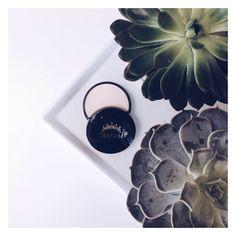 Puder prasowany Diadem Cosmetics Mokry & Suchy to ekskluzywny i delikatny produkt, odznaczający się wysoką jakością, który chroni, upiększa i pielęgnuje twarz, nadając jej jednocześnie aksamitny wygląd. Zapraszamy do zakupu!