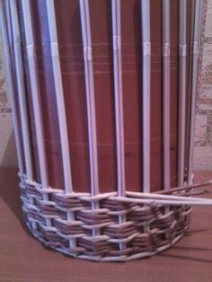 Фотография Newspaper Basket, Newspaper Crafts, Willow Weaving, Basket Weaving, Diy Paper, Paper Art, Pine Needle Crafts, Diy And Crafts, Arts And Crafts