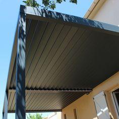La pergola bioclimatique à lames orientables ou encore appellée pergola brise soleil en aluminium est idéale pour vous protéger des intempéries..