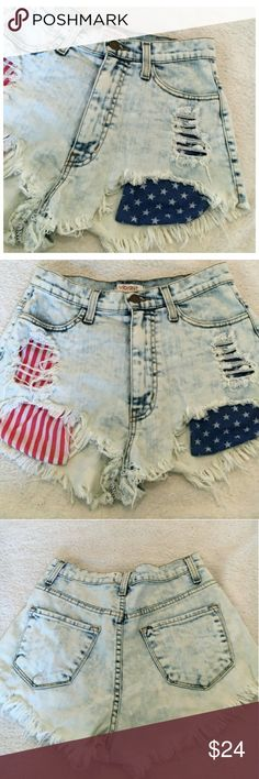 ♡☆HOST PICK☆♡ Festival Shorts Stars & Stripes Light washed color with fringe and distress *NWOT* They look amazing on! Size says M, they will fit a 3-4 Vibrant MUI Shorts Jean Shorts