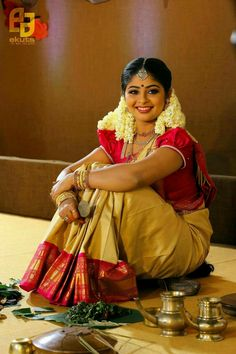 How To Wear South Indian Saree Perfectly to look beautiful - Step by Step Procedure - How to Wear Saree in South Indian Style How to Wear Saree in South Indian Style South Indian Wedding Saree, South Indian Sarees, South Indian Weddings, South Indian Bride, South Indian Actress, Saree Wedding, Kerala Saree, Indian Wife, Bridal Sarees