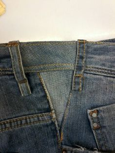 Save your favorite denim. Small Sewing Projects, Sewing Hacks, Unique Fashion, Diy Fashion, Altering Jeans, Sewing Equipment, Sewing Alterations, Denim Ideas, Recycled Fashion
