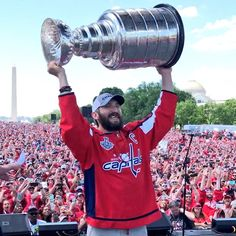 The Capitals first-ever Stanley Cup victory parade did not suck. Caps Hockey, Hockey Gear, Hockey Memes, Hockey Stuff, Stanley Cup Playoffs, Stanley Cup Finals, Washington Capitals Hockey, Alexander Ovechkin, Victory Parade