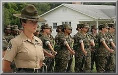 Woman_Marine-Drill_Instructor-Marine_Corps women on church boards Female Marines, Female Soldier, Us Marines, Women Marines, Female Warriors, Navy Military, Military Women, Military Life, Parris Island