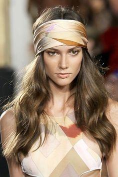 Coiffure avec foulard bohème  - Coiffure avec un foulard : 20 idées pour s'inspirer  - Elle