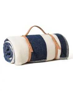Easy DIY Picnic Blanket Carrier  Make this clever carrier, and tote your picnic bag like a yoga mat for easier transportation.