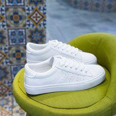 2018 봄 새로운 거리 촬영 플랫 흰색 신발 여성의 한국 버전 여름 통기성 신발 야생 기본 세련된 흰색 신발 Adidas Stan Smith, Eyewear, Adidas Sneakers, Collections, Shoe Bag, Bags, Outfits, Shoes, Women