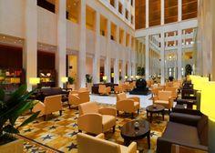 Berlin. Beeindruckend ist nicht nur das Atrium des Hotels mit seiner Luftigkeit, sondern auch vorallem die feine Gestaltung des Innen- und Außenbereiches. Dennoch kommt keine Sterilität auf, weil das Hotel einfach lebt - Berlin Marriott Hotel
